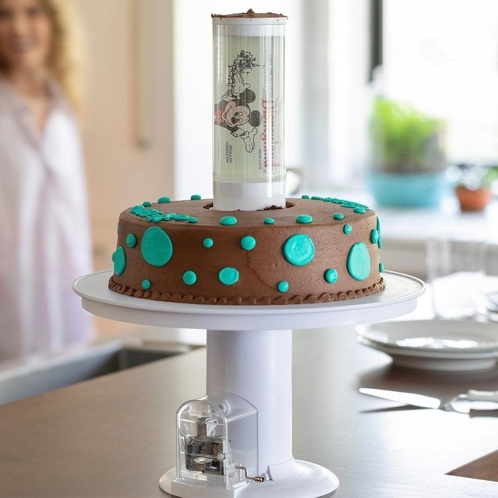 "Surprise Cake - Musikkboks ""Happy Birthday"""