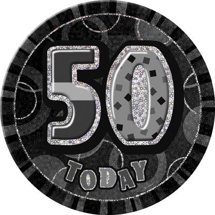 Stor button med tekst: 50th today, svart/sølv